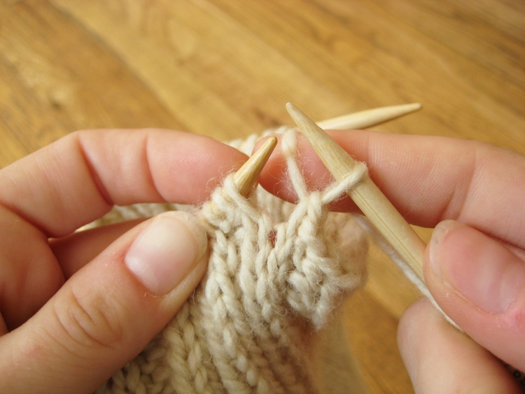 Stretchy knitting cast off on legwarmers