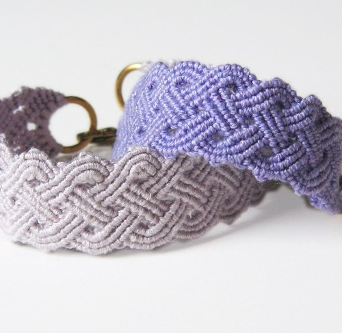 http://howdidyoumakethis.com/downloads/seaside-plaited-macrame-bracelet-tutorial-download/