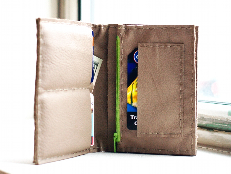 Leather wallet with expanding coin pocket