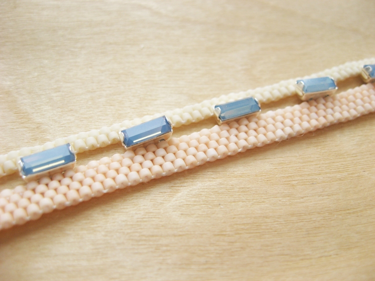 Bracelet made with peyote stitch, seed beads and Swarovski crystals.
