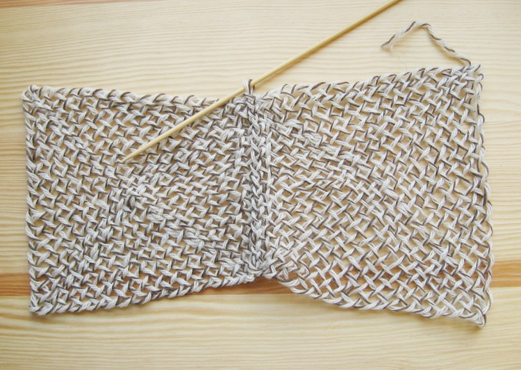Linking Woven Squares